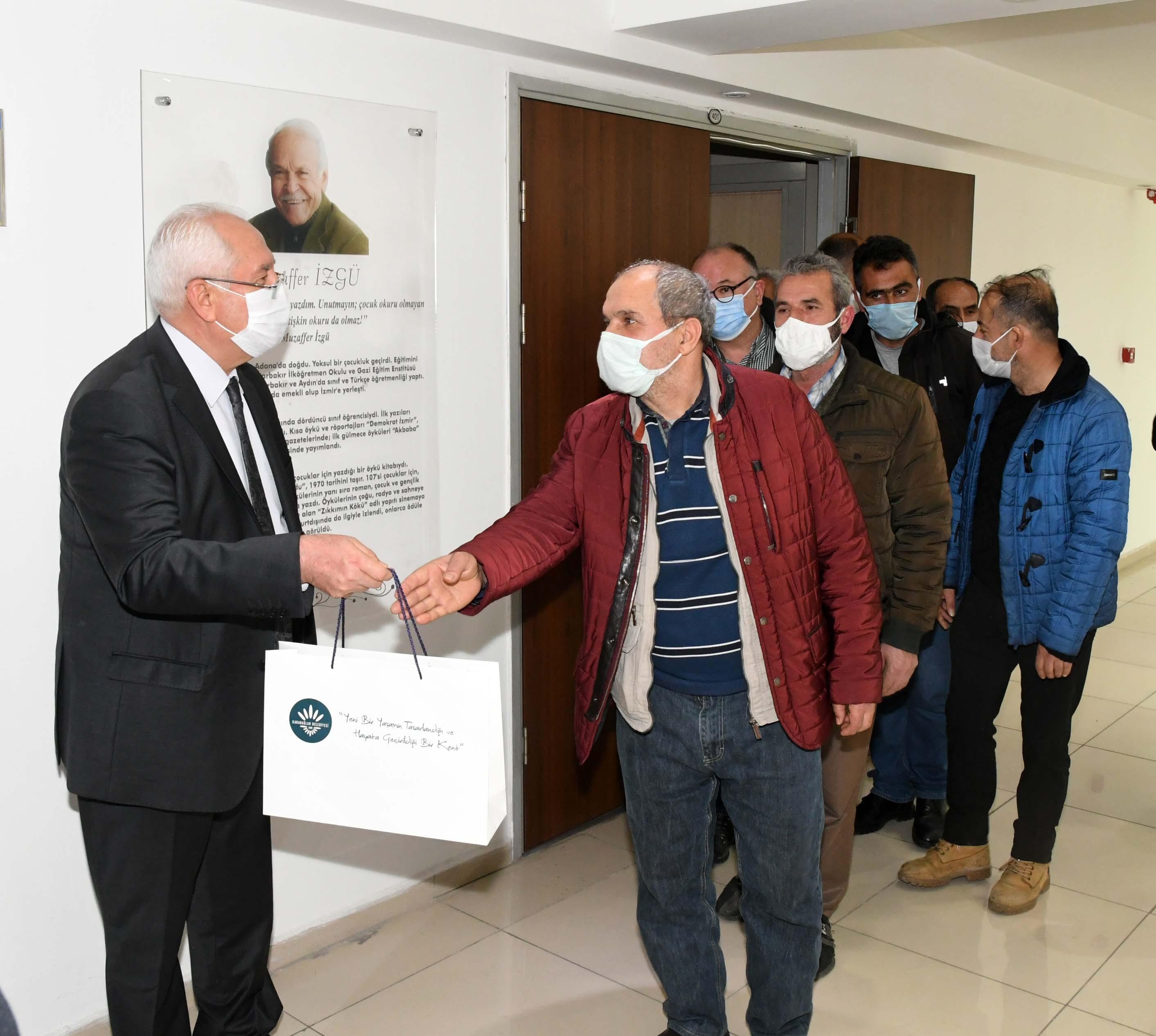 Karabağlar Belediyesi'nden kahvehane esnafına nakdi yardım